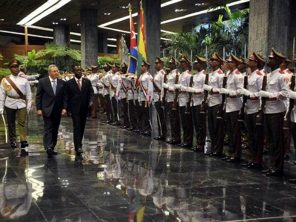 Se reúne Raúl Castro con el Primer Ministro de Granada. Foto: Estudios Revolución
