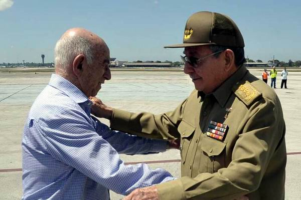 Raul Castro Returns to Cuba from Venezuela