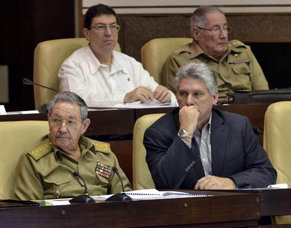 Ra�l Castro asiste a sesi�n ordinaria del Parlamento cubano