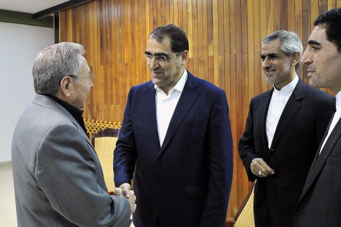 Raul Castro receives Iranian Health and Education Minister