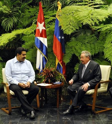 Raúl Castro Ruz sostuvo una reunión de trabajo con el presidente de la República Bolivariana de Venezuela, Nicolás Maduro Moros. Foto: Estudios Revolución