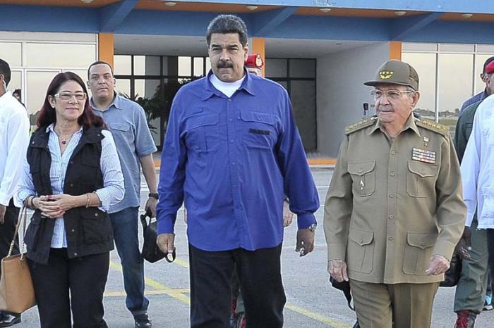 Raul Castro sees off Venezuelan president after visit