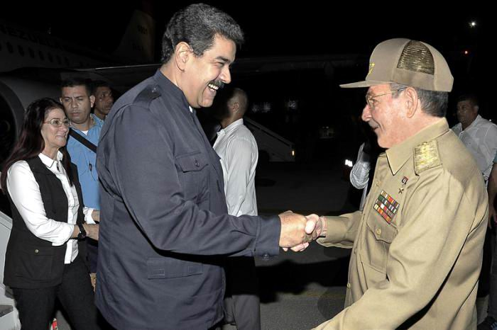 Raul Castro receives Venezuelan President at Havana airport