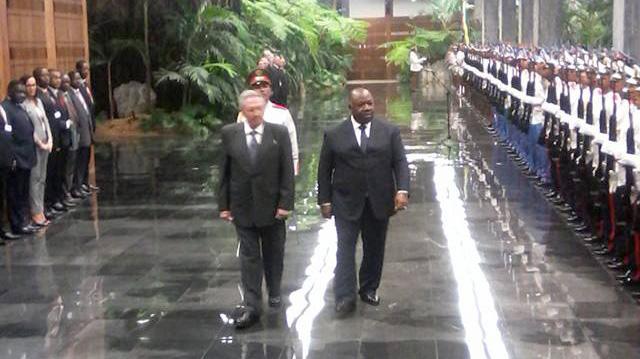 Recibió presidente cubano Raúl Castro a su homólogo de Gabón