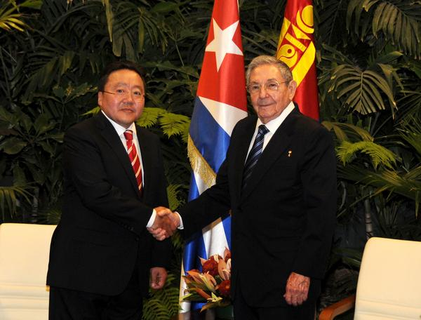Raul Castro Holds Talks with Mongol President