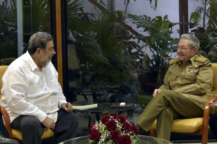 Raul Castro receives Premier of Saint Vincent and the Grenadines