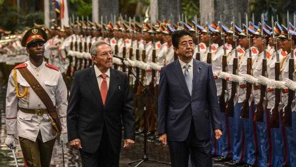 Raul Castro Offers Official Welcome to Japanese Premier