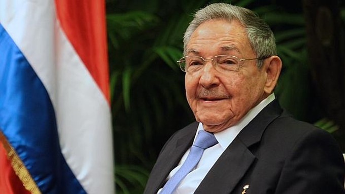 Cuban President Raul Castro returns from Venezuela