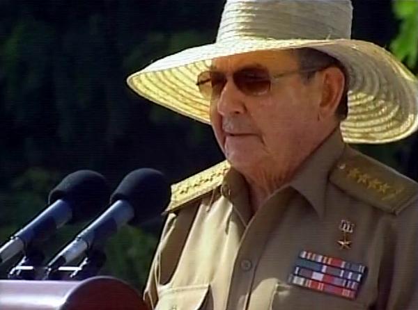 Preside Raúl Castro acto conmemorativo por el Día de la Rebeldía Nacional