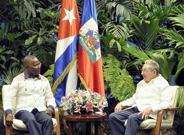 El General de Ejército Raúl Castro Ruz recibió este domingo al excelentísimo señor Jocelerme Privert, Presidente Provisional de la República de Haití, Foto: Estudio Revolución