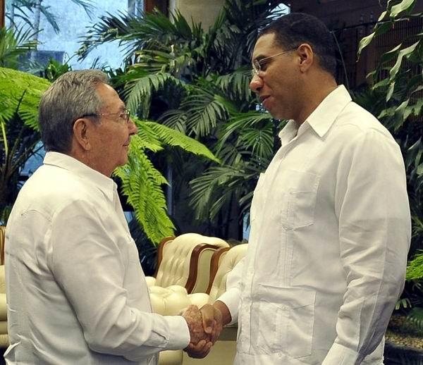 Raúl Castro Ruz, Presidente de los Consejos de Estados y de Ministros, sostuvo un encuentro este domingo con El Más Honorable Andrew Michael Holness, Primer Ministro y Ministro de Defensa, Crecimiento Económico y Creación de Empleo de Jamaica, Foto: Estudio Revolución