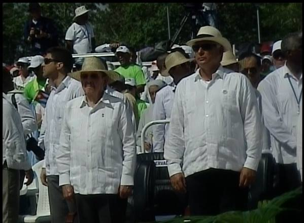 Asiste Raúl Castro a la Santa Misa en Holguín