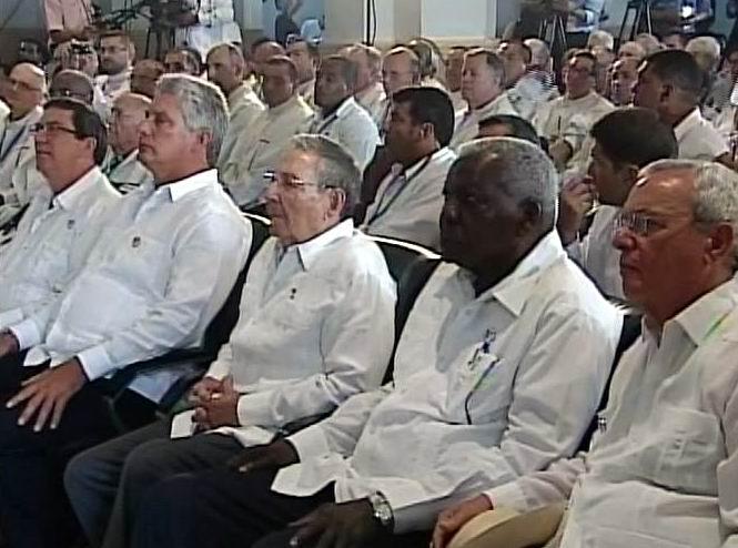 Con respeto y atención escuchan Presidente de Cuba  y otros dirigentes al PapaFrancisco en El Cobre.