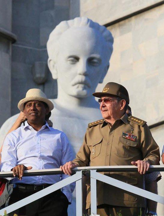 Raúl Castro junto a Danny Faure, presidente de la República de Seychelles