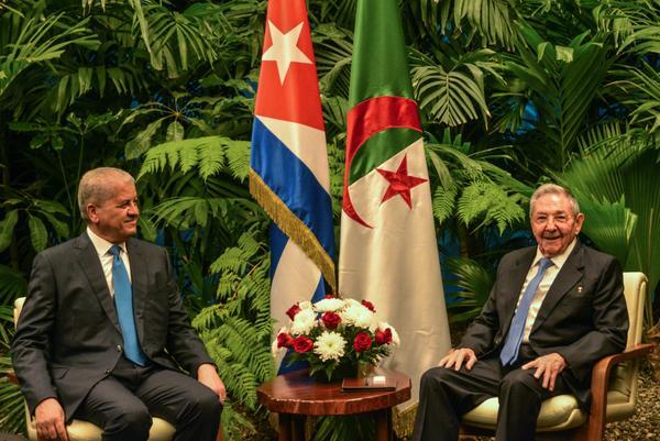 Raul Castro Receives PM of Algeria