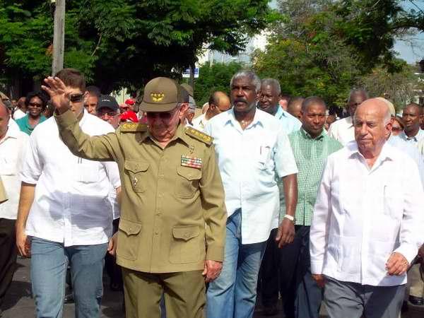 General de Ejército Raúl Castro, Presidente de los Consejos de Estado y Ministros durante la peregrinación por el aniversario de la muerte de Frank Paós y Raúl Pujols
