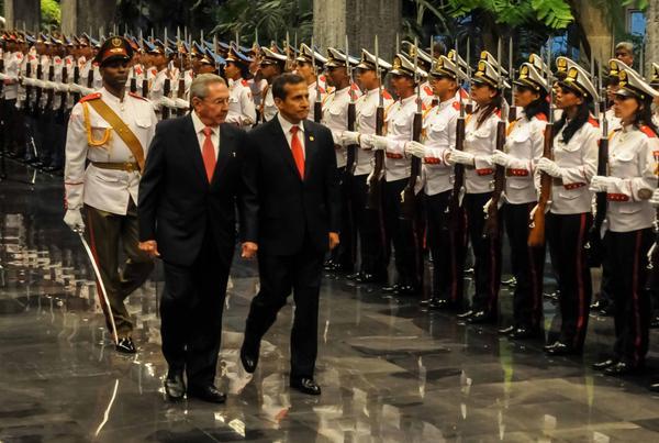 Recibe Raúl Castro al presidente de Perú. Foto: Abel Padrón Padilla
