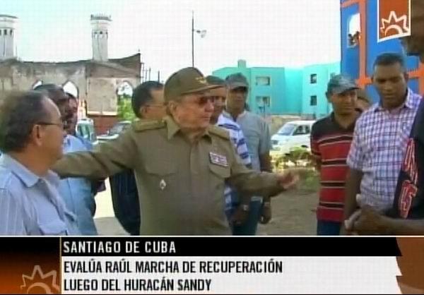 Recorrido de Raúl Castro por Santiago de Cuba. Foto tomada de la TV cubana.