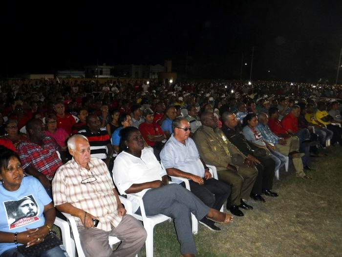 Los principales dirigentes del Partido y el Gobierno en Santiago de Cuba asistieron a la rememoración del asalto a la antigua fortaleza. Foto: Carlos Sanabia