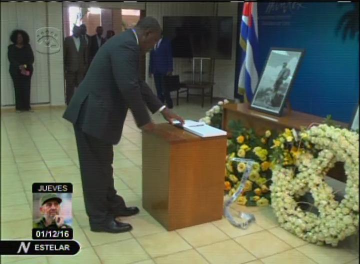 Angolan VP arrives in Cuba for Fidel Castro funeral