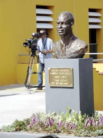 Retrato escultórico del Teniente Pedro Sarría. Foto Miozotis Fabelo