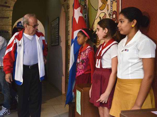 Ricardo Alarcón de Quesada, Presidente de la Asamblea Nacional del Poder Popular jerció su derecho al voto en un colegio electoral de Playa. Foto Anabel García