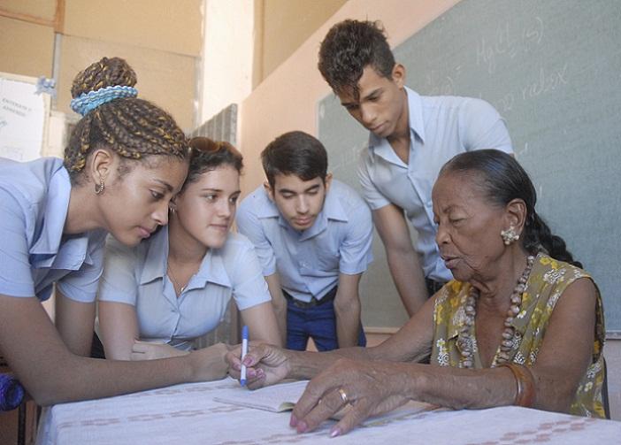 Destacan impacto del incremento salarial en sector educacional