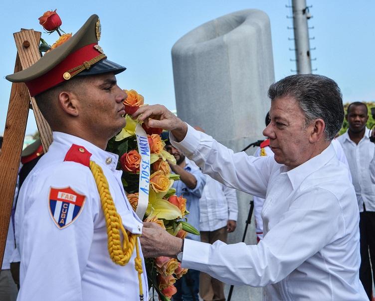Recibe Raúl Castro al presidente de Colombia