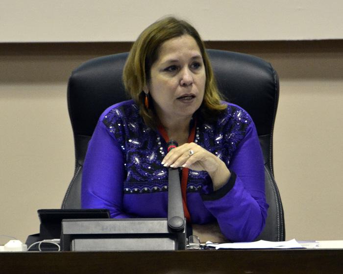 Rosa Miriam Elizalde, editora del portal Cubadebate y moderadora del Panel 2 del evento, centrado en el debate sobre temas relativos a la ciberseguridad. Foto: Abel Rojas Barallobre.