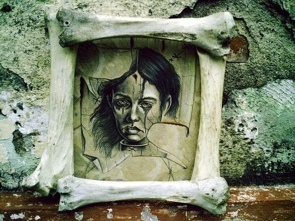 De la Serie Frustración, una donada, como dejando su interioridad en otros espacios