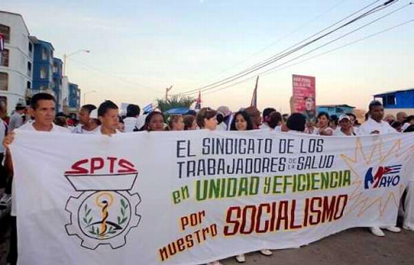 Reclamarán médicos cubanos cese del bloqueo contra Cuba este Primero de Mayo. Foto: Idania Pupo