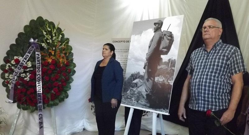 El Presidente Asamblea Provincial de Pinar del Río, Ernesto Barreto Castillo y la Primera Secretaria del Comité Provincial del Partido Comunista de Cuba, Gladys Martínez Verdecia, durante su guardia de honor