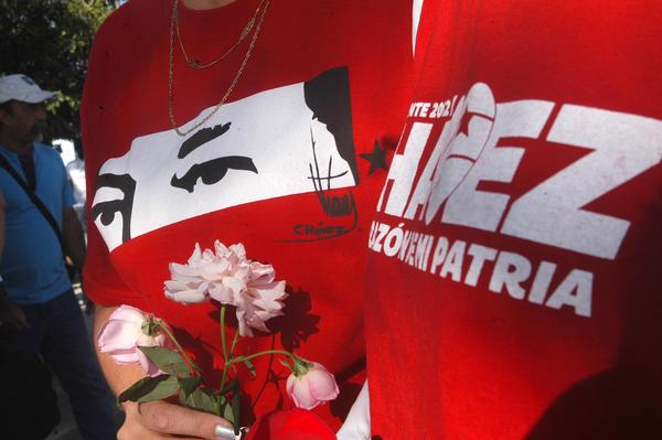 Rinden tributo póstumo a Hugo Chávez en Ciego de Ávila. Foto Osvaldo Gutiérrez