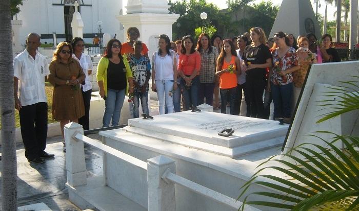 El tributo de las dirigentes femeninas se extendió a otras tumbas de mujeres insignes de la Patria