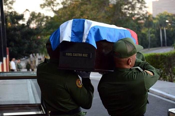 Urna de cristal con las cenizas de Fidel Castro. Foto: Ricardo López Hevia