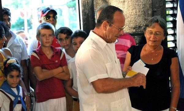 Voto secreto de Fidel Castro enviado a través de Santiago González Carrera, miembro de la mesa electoral. Foto AIN