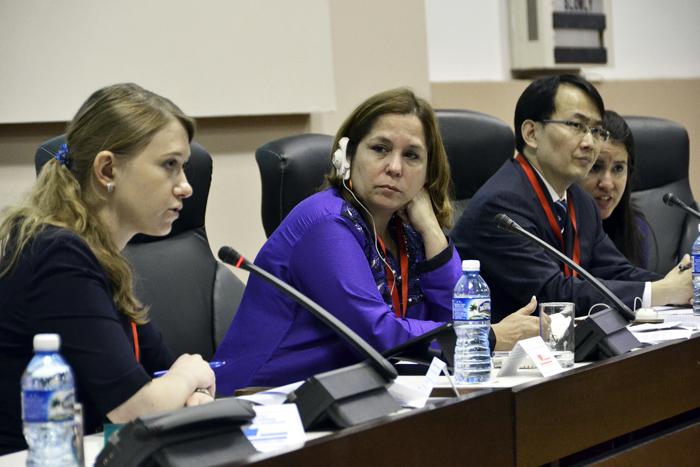 Yulia Olegovna, experta rusa, Rosa Miriam Elizalde y Li Tao, parte del panel Ciberseguridad e Informatización 2015.. Foto: Abel Rojas Barallobre.