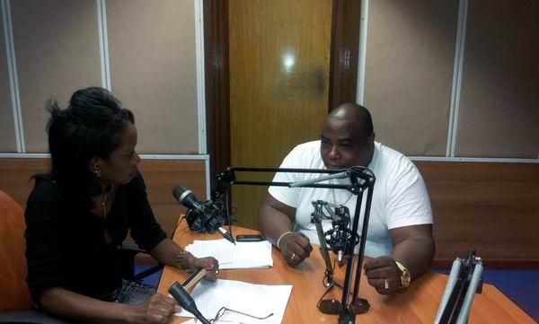 Alexander Abreu junto a la locutora Moraima Ruiz  del espacio Frecuencia Total de Radio Rebelde. Foto: Sandy Carbonell