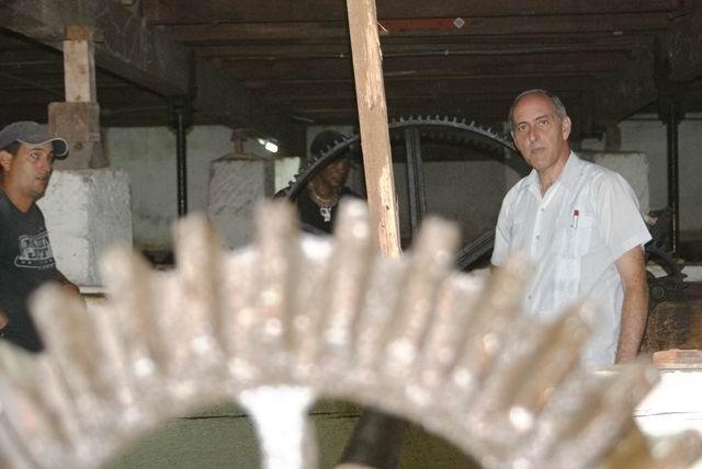 Ponen en marcha en el teatro Sauto, de Matanzas, mecanismo para elevar la platea