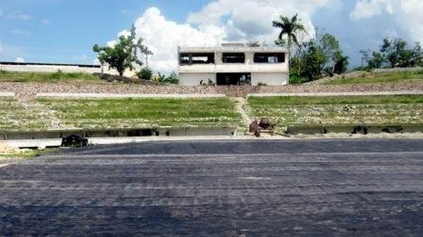 Una de las dos sesiones de gradas quedará en forma de terraza para adecuarse a las características de los espectáculos. Foto: Carlos Sanabia Marrero