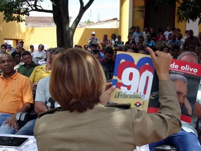 Dedican edici�n especial de la revista Verde Olivo a Fidel (+Audio y fotos)
