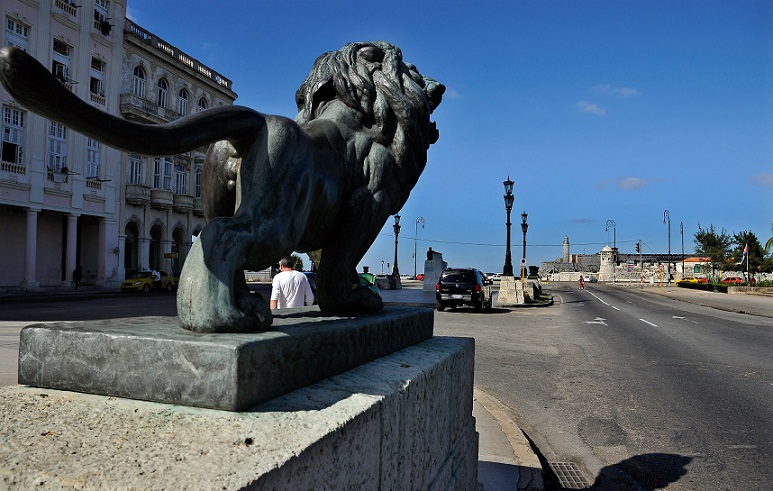 What would be of the Prado of Havana without its lions?. Photo: José M Correa