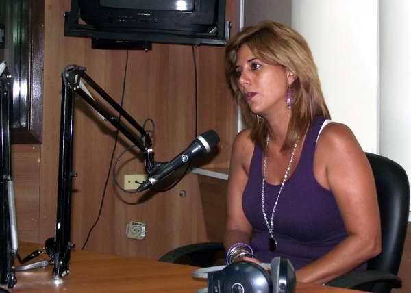 Arletty Roquefuente interpreta a Karen en la telenovela cubana Amores de Verano