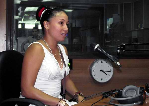 Yanelys Tejeda interpreta a la hija de Karen, Jenni en la telenovela cubana Amores de Verano