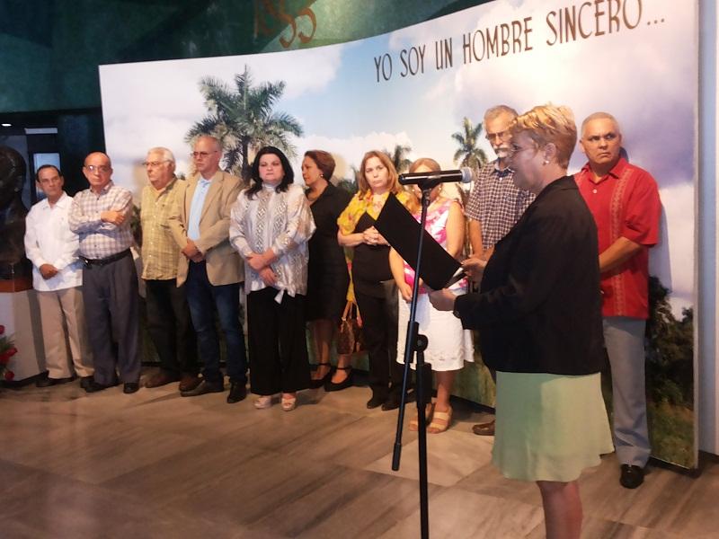 """La Unión de Periodistas de Cuba (UPEC) entregó esta tarde en el Memorial """"José Martí"""" la Distinción Félix Elmuza"""