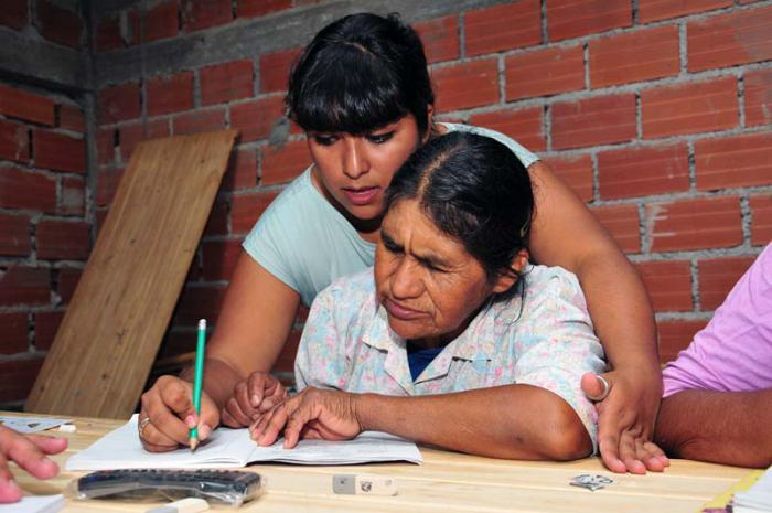 Programa de educación Yo sí puedo, creado por Cuba