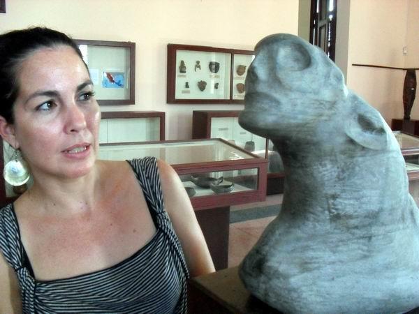 El Ídolo de Bayamo es la pieza más antigua de la colección del Museo Antropológico Montané, de la Universidad de La Habana, destacó la Licenciada Alina Lomba Garbendía, especialista de la Institución