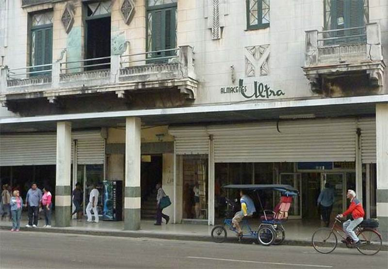 Tienda Ultra en la calle Reina