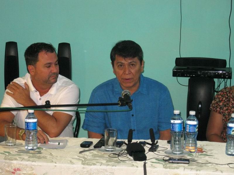 Álvaro Torres en conferencia de prensa sobre los conciertos en Santiago de Cuba.