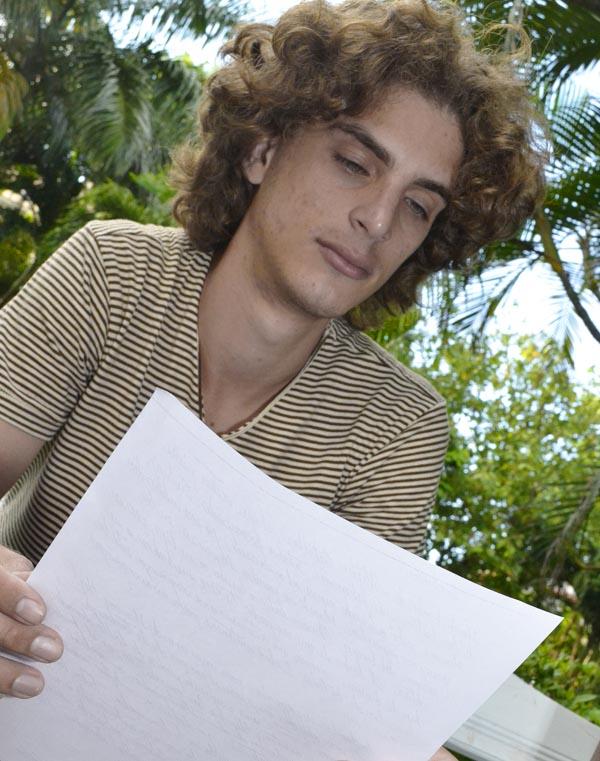 En su primer encuentro, la peña La Mazorca acogió la lectura de Andy Leyva, quien integra el grupo de jóvenes escritores Ariete. Foto Abel Rojas